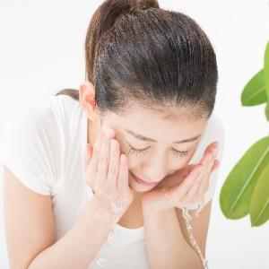 ふあり 京都のエステ-お肌の乾燥にお悩みなら洗顔の温度でお肌が変わります